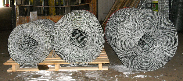 ROLLS OF WIRE FENCE