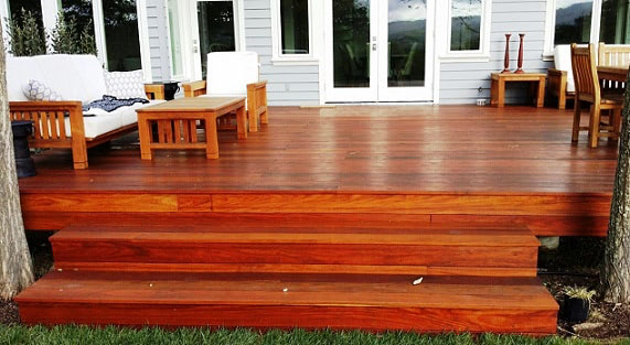Machiche hardwood deck with stairs