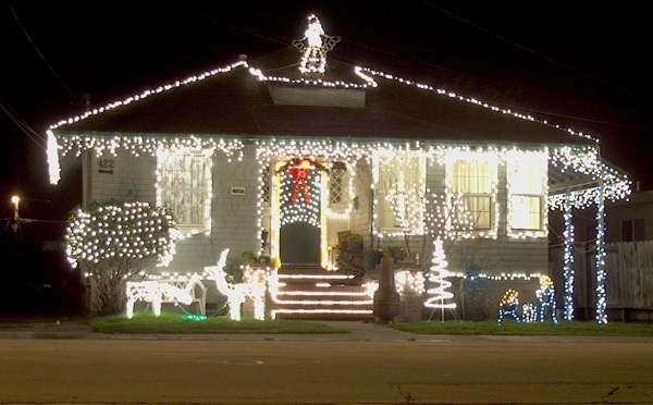 Stay safe with holiday lights this season with personal from andrew gordon inc insurance norwell ma