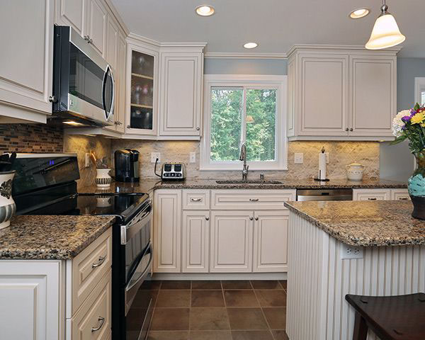 5 most popular kitchen cabinet designs color style for Kitchen countertops and cabinet combinations