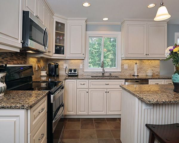 5 most popular kitchen cabinet designs color style for Kitchen remodel ideas with white cabinets