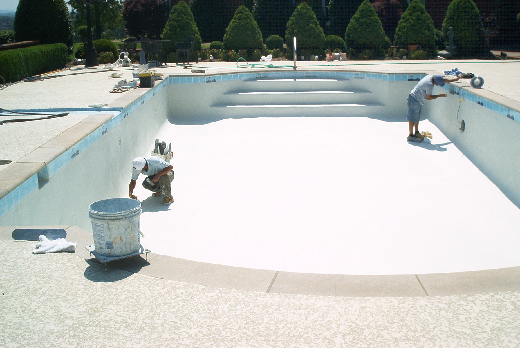 Concrete pool construction arkansas pool contractor for Pool plaster