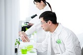 scientist_in_lab