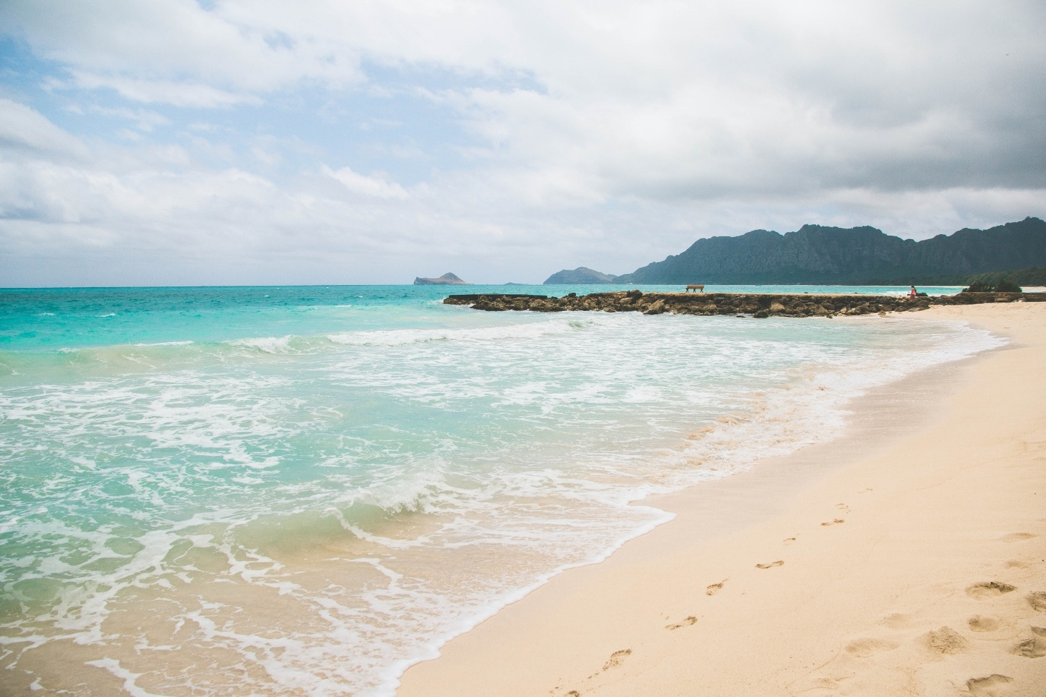 bellows-beach-hawaiiresized.jpg