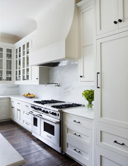 Ikea kitchen cabinets vs lowes kitchen cabinets for Can you paint ikea kitchen cabinets
