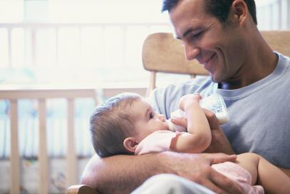 dad_feeding_baby_bottle.jpg