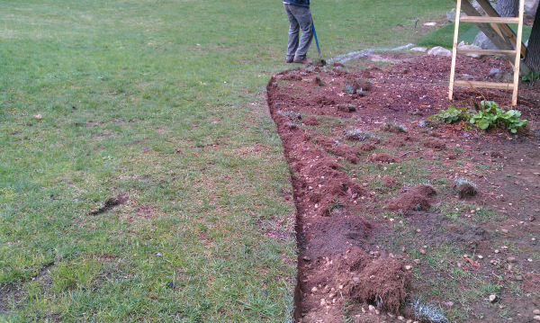 How to edge your lawn for Edging your yard