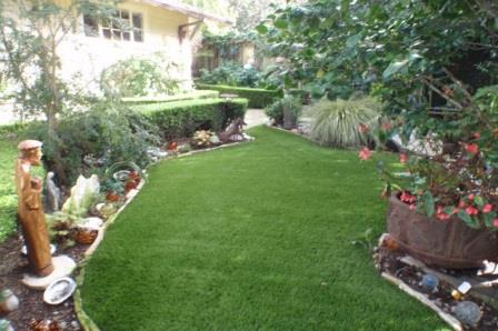 oakland back yard with beautiful artificial turf installed