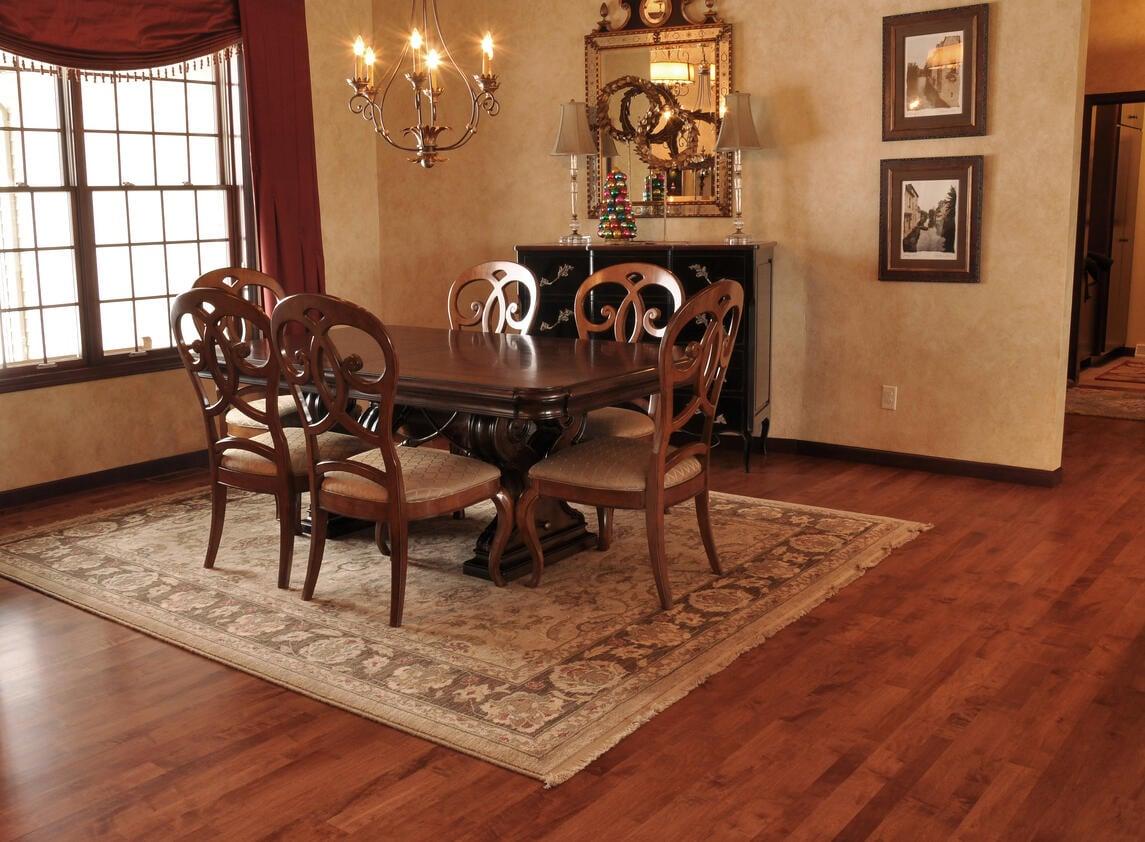 5 tips for using rugs on hardwood floors. Black Bedroom Furniture Sets. Home Design Ideas