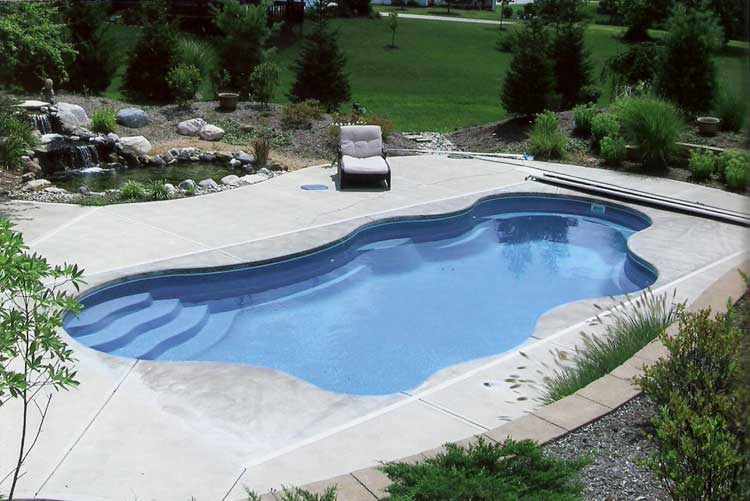 Pool builders indianapolis cost of fiberglass and vinyl for Inground swimming pool contractors