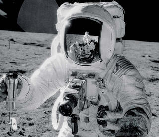 Alan_Bean_on_the_moon