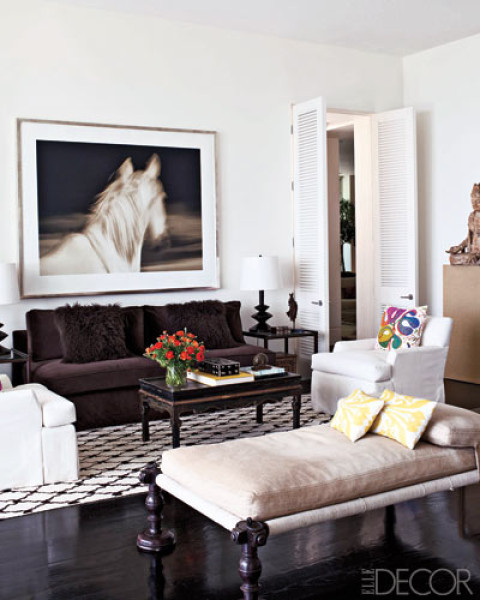 15 high fashion living rooms with geometric decorator rugs for Living room ideas elle decor