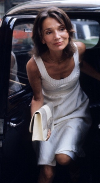Lee_Radziwill_arriving_at_her_house_in_London,_July_26,_1976