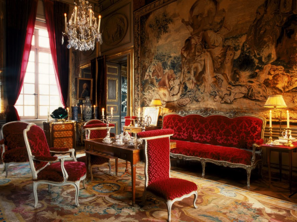 How french design celebs adorn their homes with savonnerie for Savonnerie salon