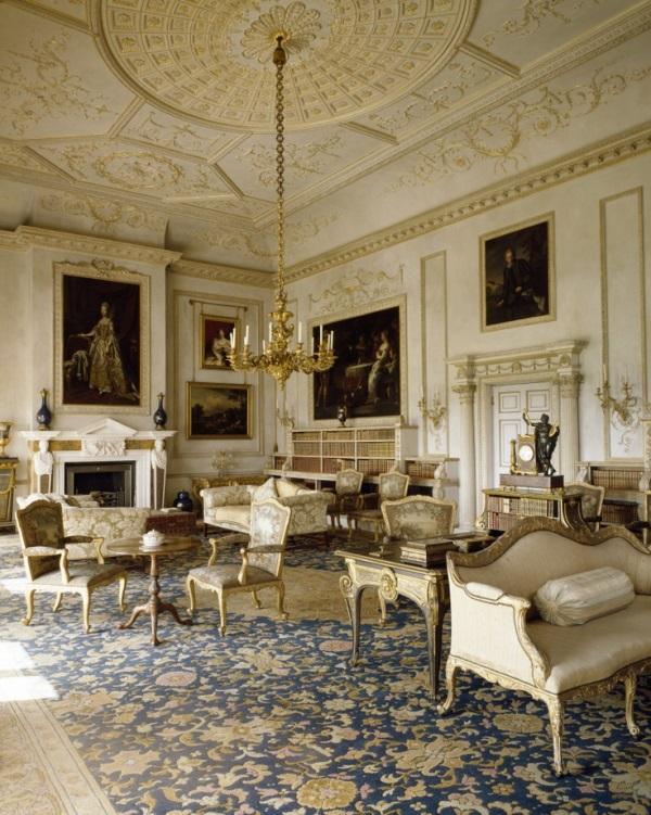 Blue savonnerie carpets adorn 5 interiors fit for royalty for Savonnerie salon