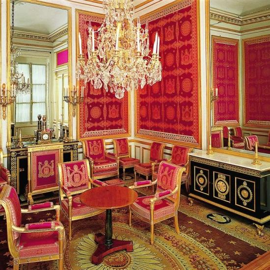 Savonnerie carpets enrich france 39 s 5 grandest interiors for Savonnerie salon