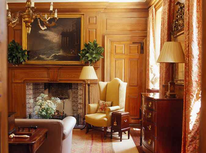 How To Enhance Interiors With Antiques And Oriental Rugs