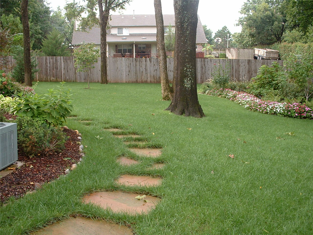 Backyard landscape hardscape ideas in tulsa - Small backyard landscaping ideas ...