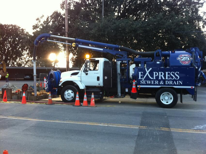 express_sewer_and_drain_vac_con_truck