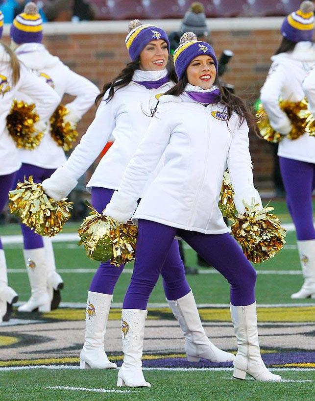 the best attitude 2356b 07b96 Minnesota Vikings Cheerleaders Stay Warm This Season with ...