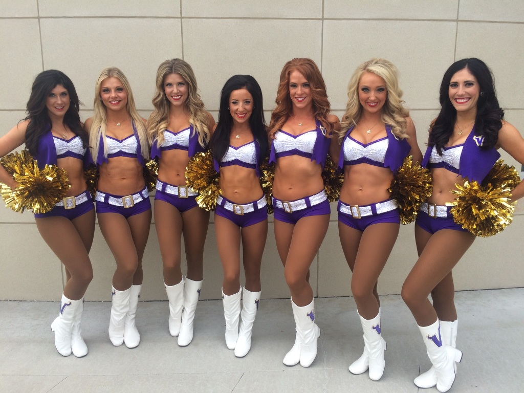 Cheerleaders wearing pantyhose Mn vikings