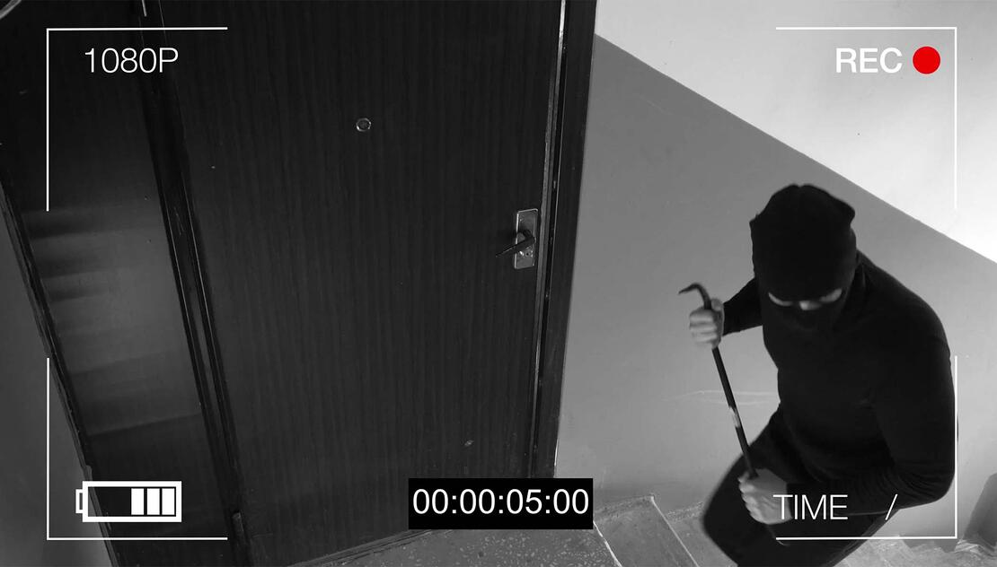 Hacker entry into business area caught on security camera