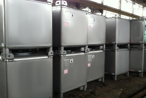 Stackable IBCs
