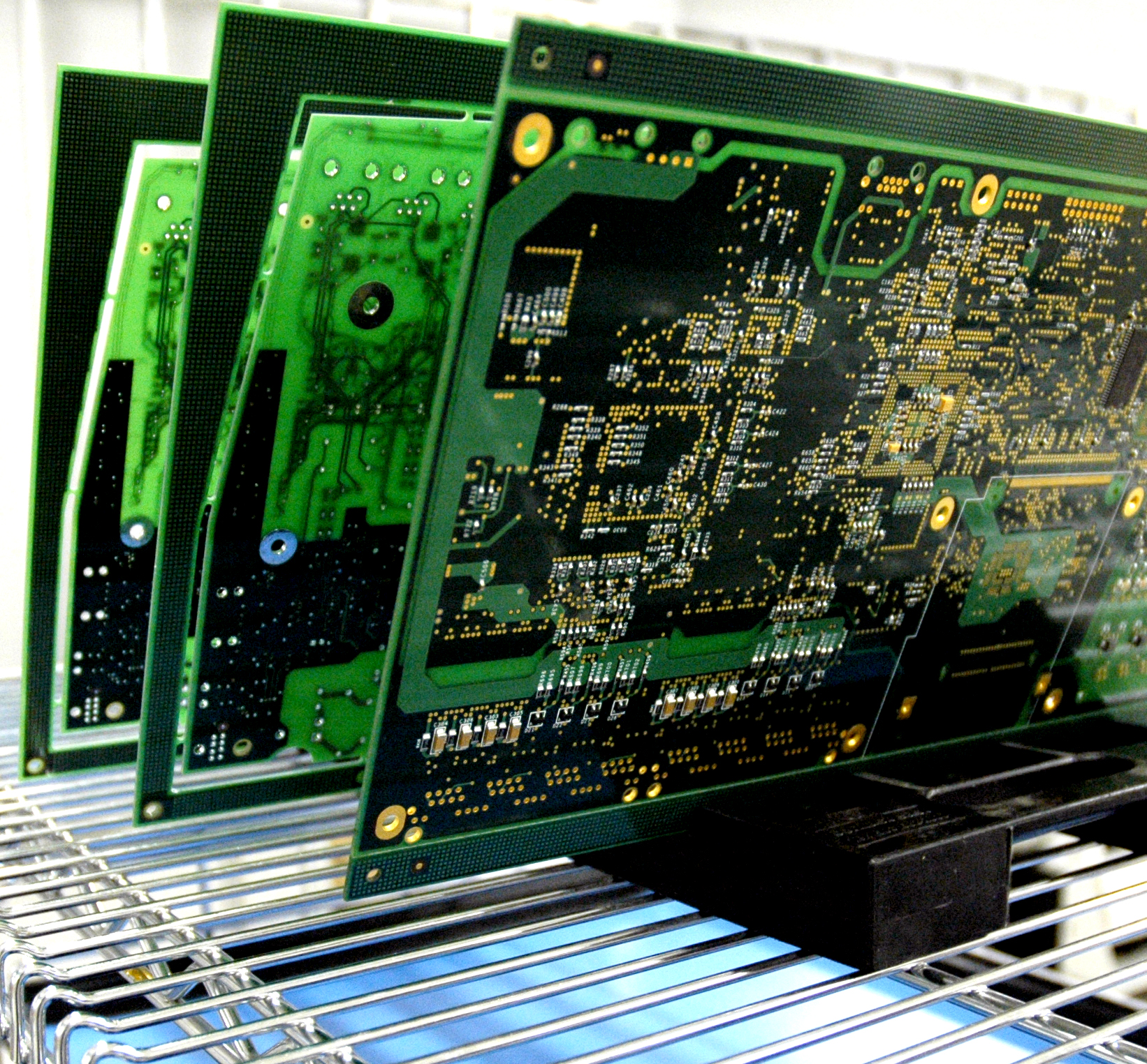 Electronic Assembly Companies : Electronic manufacturing company automates processes