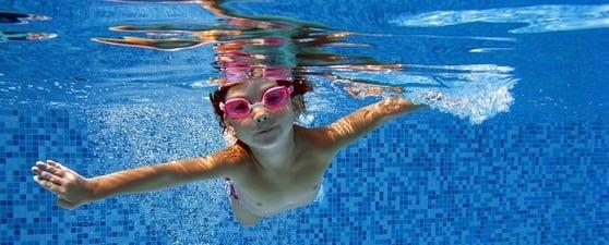 Kid Swimming in pool_header