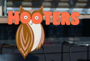 Hooters and other restaurants in Cancun