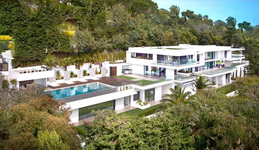 Exceptional new and modern property located in one of Cannes most sought after area, close to the Croisette and offering a breathtaking view on the Lerins Islands and the Bay of Cannes.
