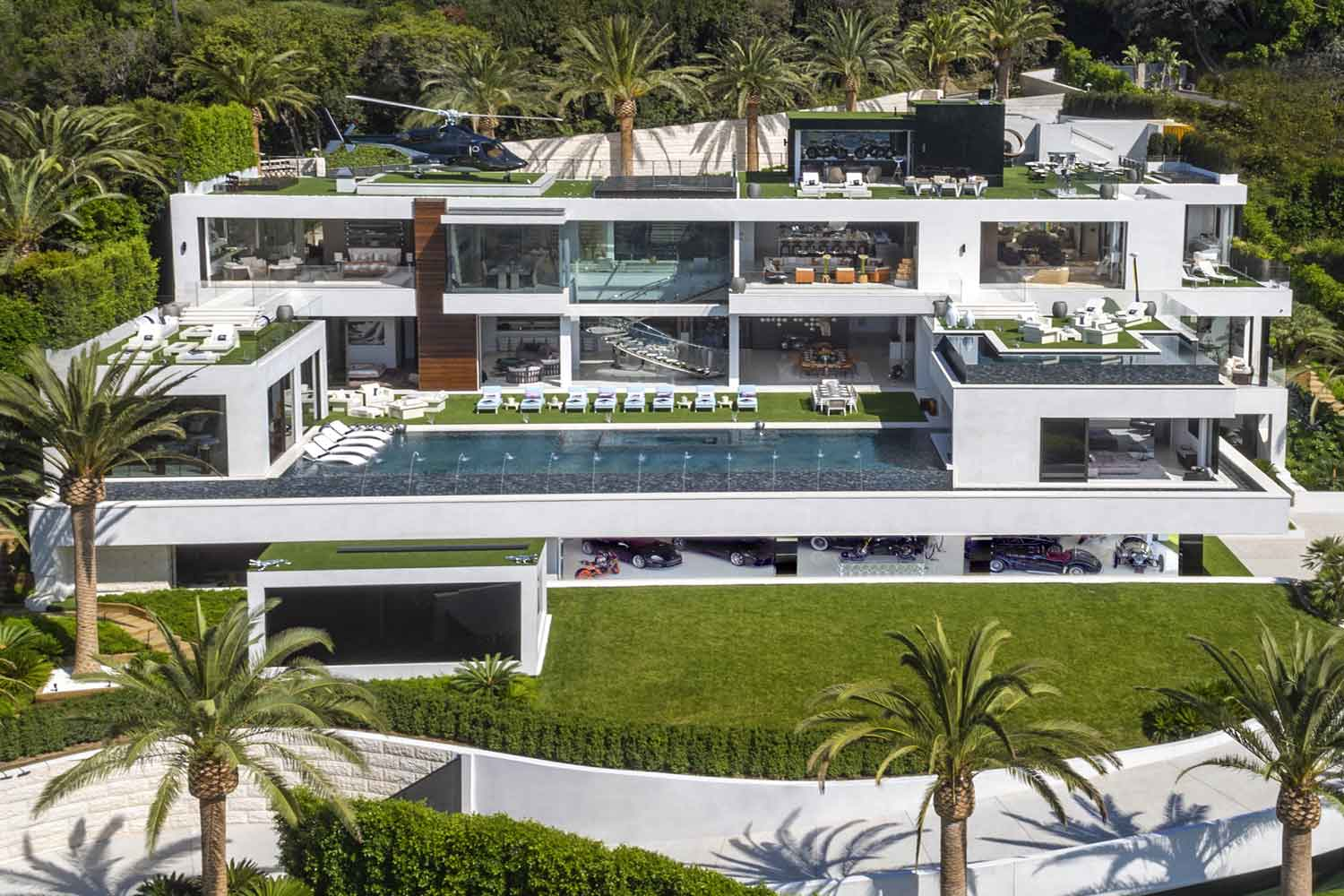 <b>Los Angeles, California</b><br/><i>12 Bedrooms, 38,000 sq. ft.</i><br/>Ultra-luxury spec home in Bel-Air