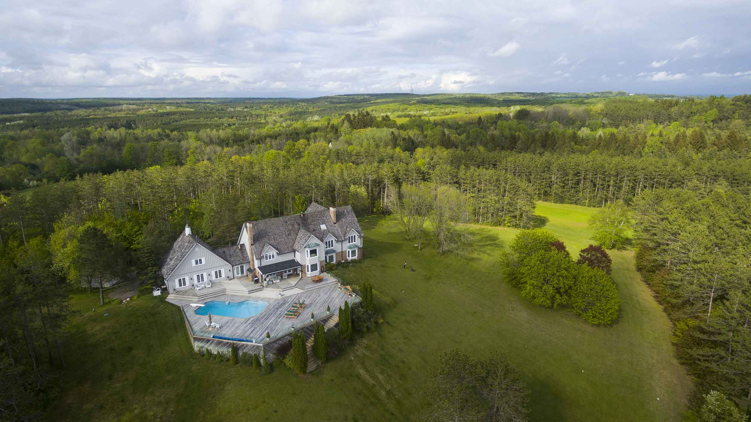 The Oak Ridges Moraine, an ecologically important geological landform, forms the backdrop of this 56-acre estate in south-central Ontario.