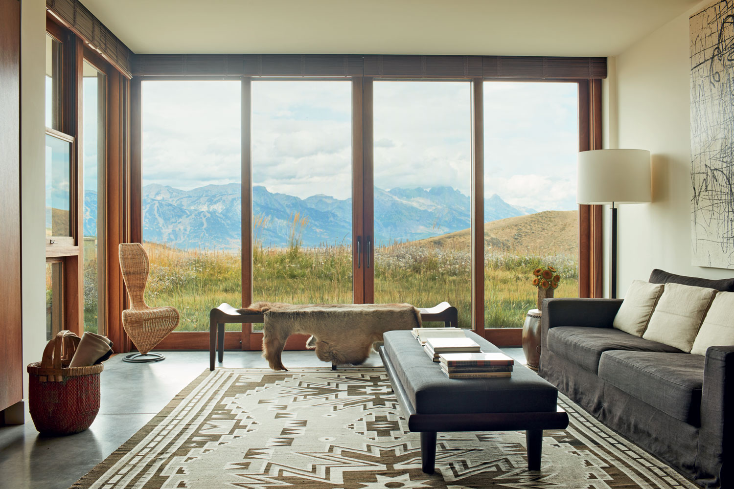 Throughout the 6,489-square-foot home, vast windows reveal the mountain panorama beyond, while automated fabric and bespoke wooden blinds introduce cozy privacy at the touch of a button.