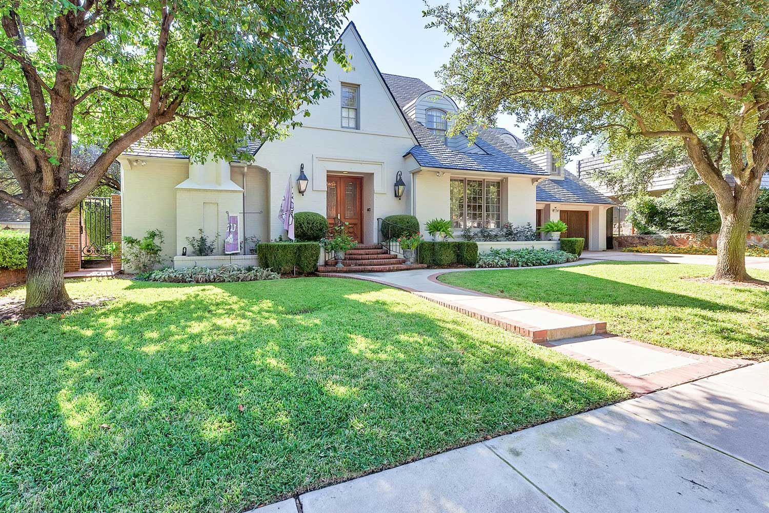<b>Fort Worth, Texas</b><br/><i>5 Bedrooms, 4,909 sq. ft.</i><br/>Monticello manse with pool