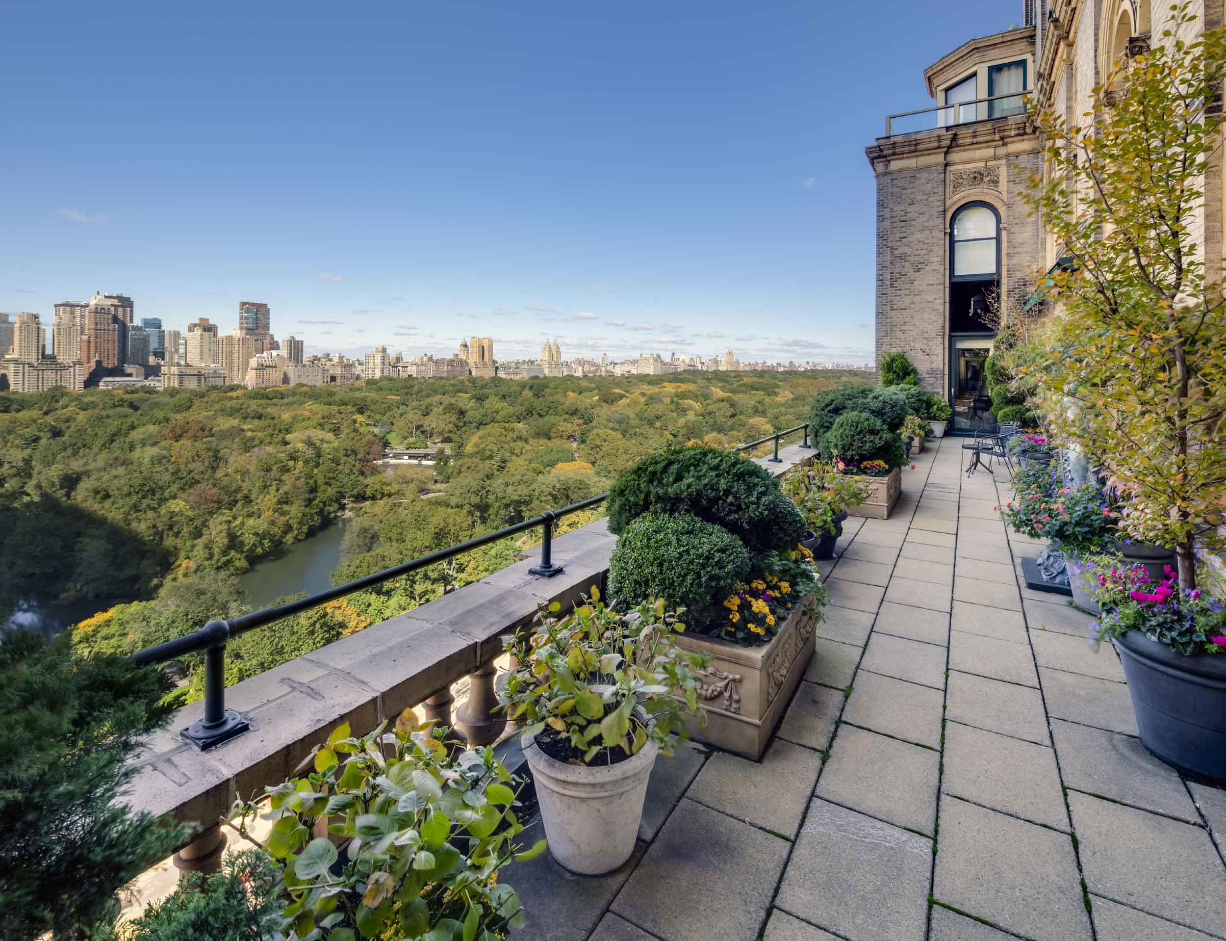 Situated on the 18th floor of the legendary Sherry-Netherland on Fifth Avenue, this full-floor, 15-room residence offers an unrivaled luxury lifestyle experience in the heart of Midtown Manhattan. The residence boasts panoramic views of the city skyline and is located directly opposite Central Park—home to the famous six-mile running and bike loop.