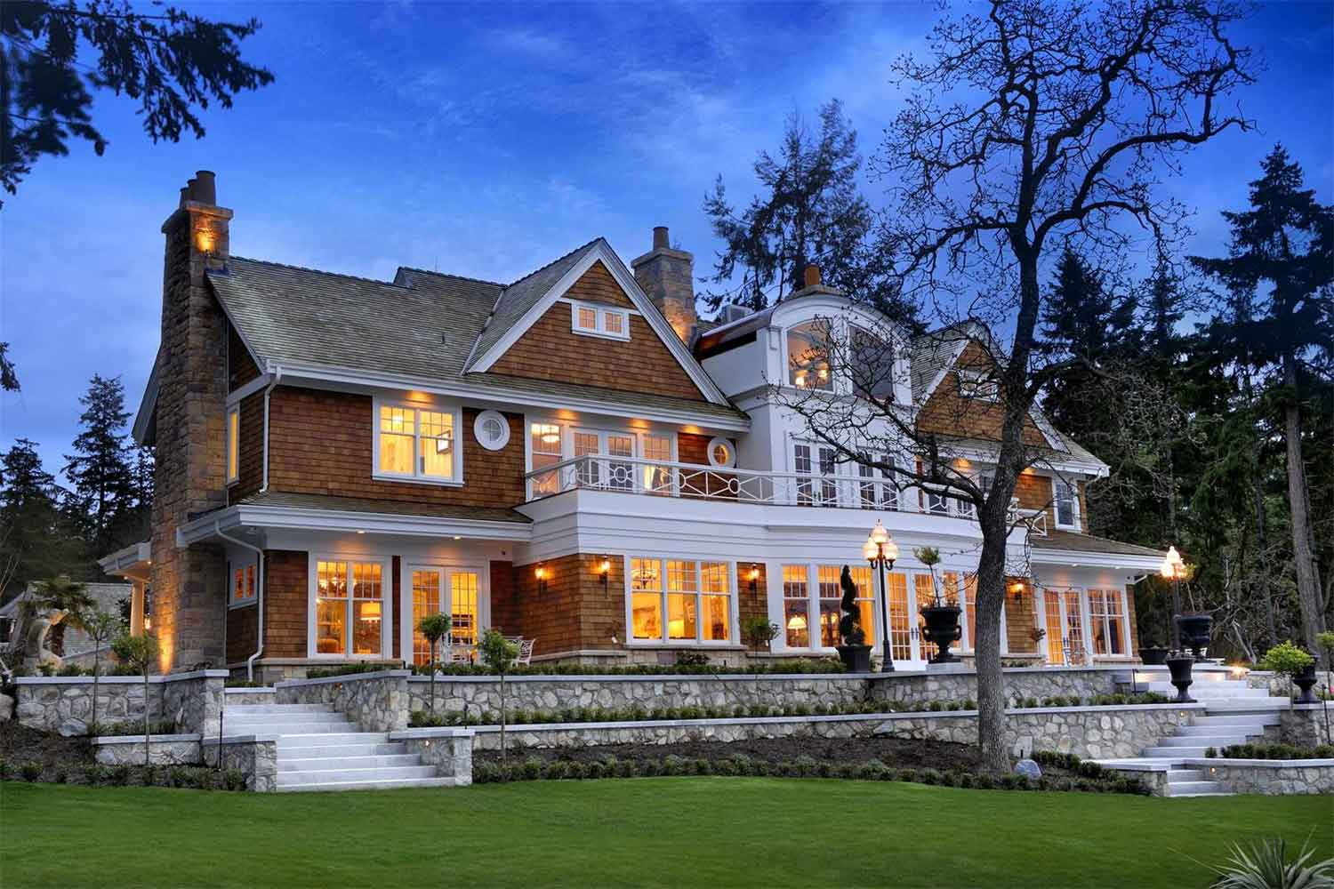 <b>Victoria, Canada</b><br/><i>4 Bedrooms, 9,400 sq. ft.</i><br/>Elegant home with landscaped gardens and infinity pool