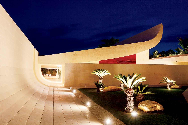 <b>Casa de Campo, Dominican Republic</b><br/><i>6 Bedrooms, 18,000 sq. ft.</i><br/>The Wave House at Punta Aguila
