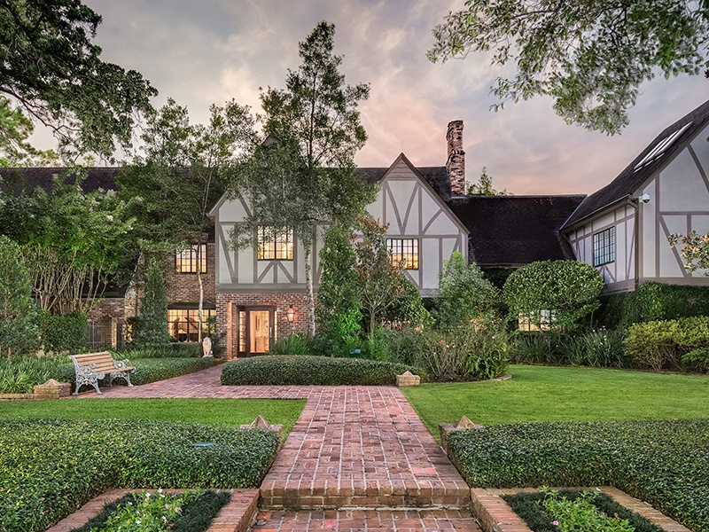 9 West Lane in Houston's prestigious River Oaks neighborhood has five bedrooms and five bathrooms, as well as a full gym and sauna. Photograph: Nan and Company Properties
