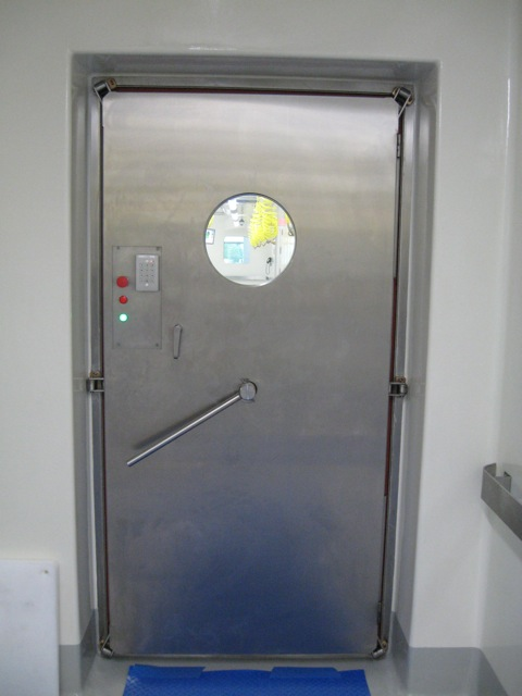 Presray D4DQA laboratory door with mechanical seals. & APR Doors with Airtight Mechanical Seals