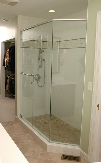 Design options for standard and upscale bathrooms for Tight space bathroom designs
