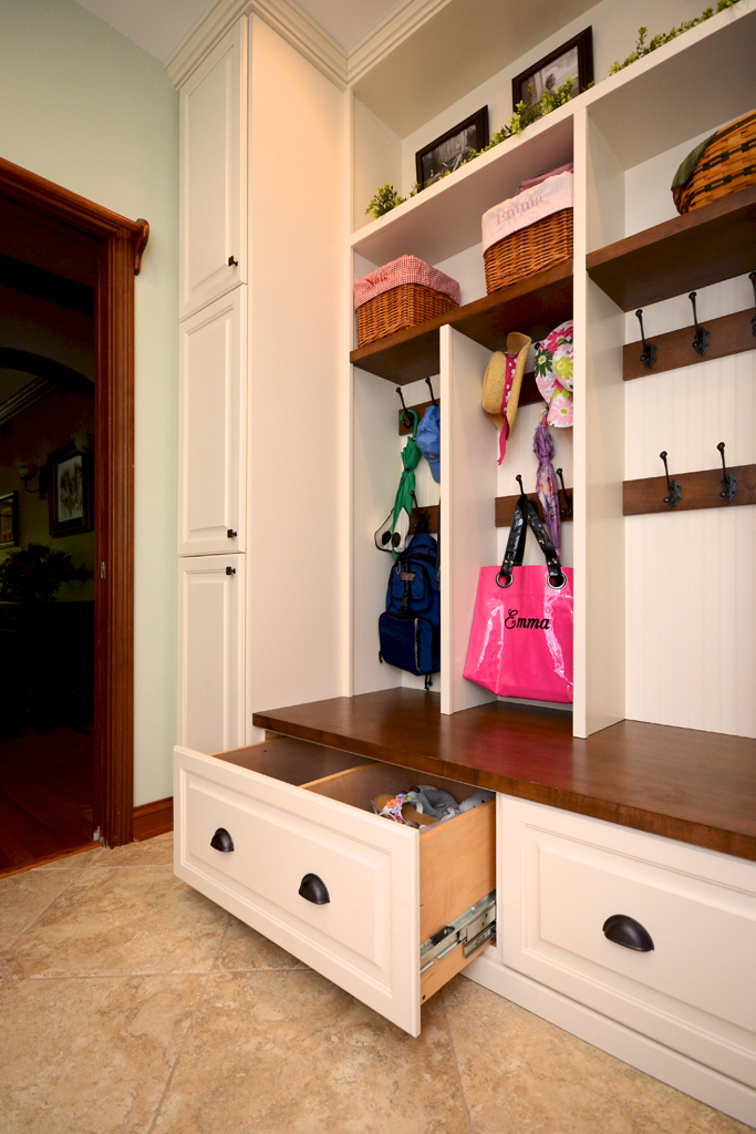 Foyer Built In Cabinets : Entryway and mudroom storage solutions for families on the go