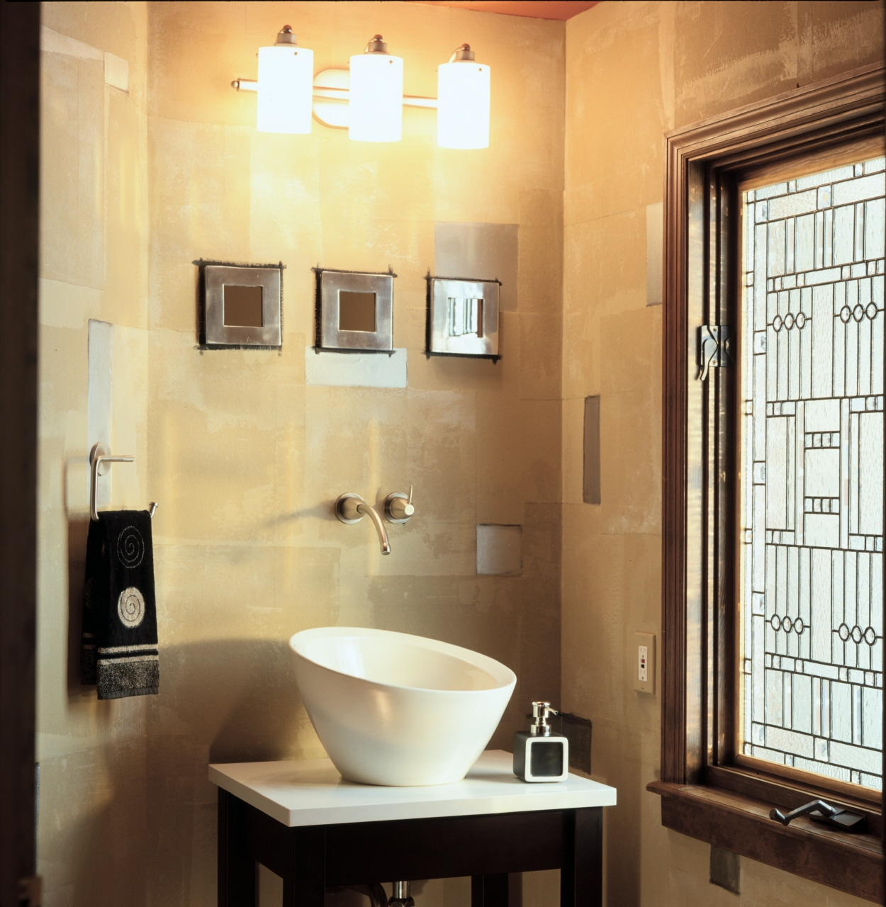 9 great design ideas for half baths and powder rooms - Half bath remodel ideas ...