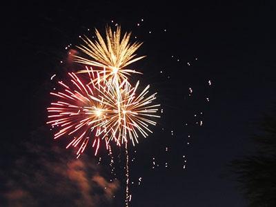 fireworks-143317_640.jpg