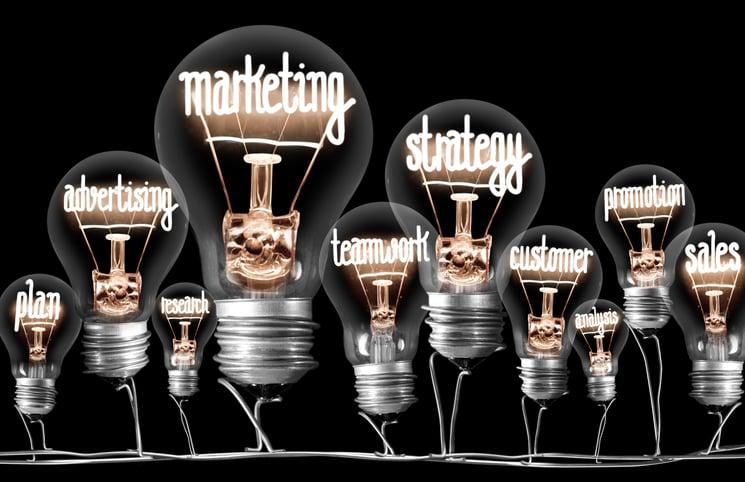 flere lyspaerer med ord i stedet for lys