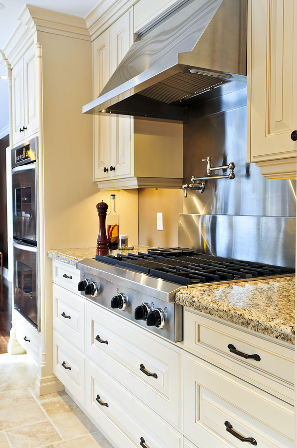 Make Your Range Hood Part of Your Kitchen Design with These Tips