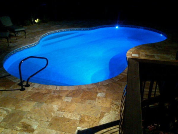 Oasis with in-pool Steps and Bench Seat, Antique Gold Travertine, 4 LED lights