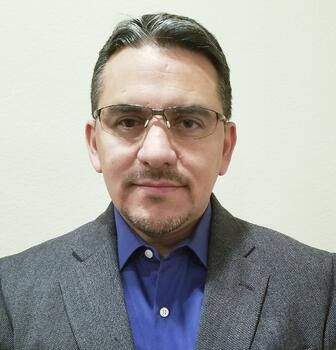 Hector Robles Headshot.jpg