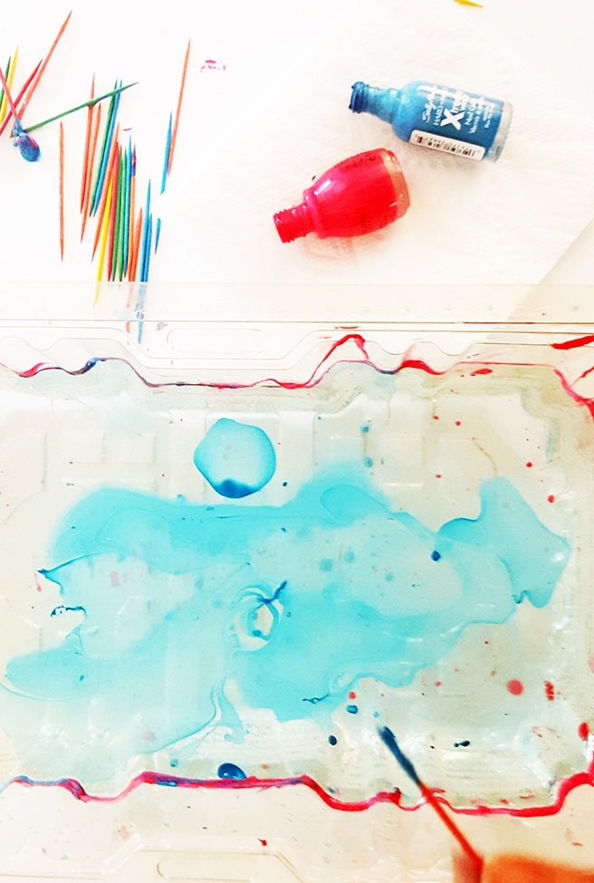 3-water-marbling-objects-with-nail-polish.jpg