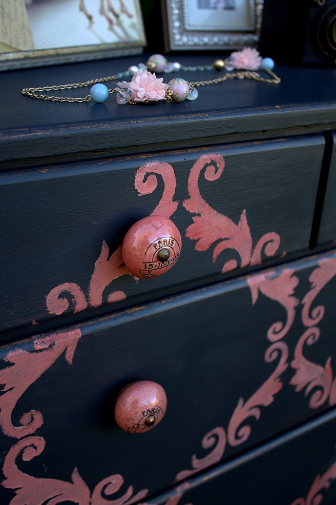 Close-Up-of-French-Knobs-on-Dresser.jpg